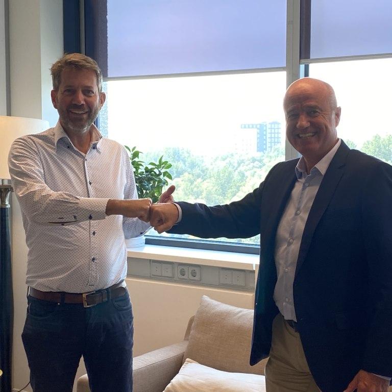 Andre van den Eventuin (Matchcare) Ton Geerts (CINOP) bij de ondertekening van de samenwerking